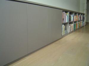 Bibliotheek in basaltgrijs