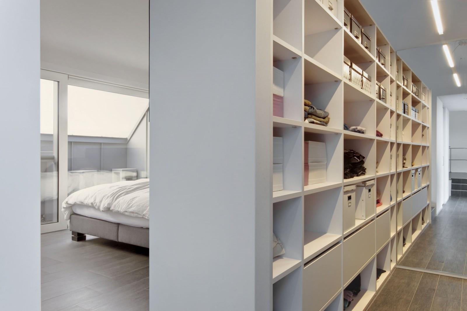 Inloopdressing naast slaapkamer › Kast-ID | Kasten, Meubelen ...