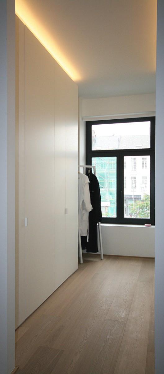 Dressing met assymetrische deuren kast id kasten meubelen dressings scheidingswanden en - Slaapkamer met badkamer en dressing ...