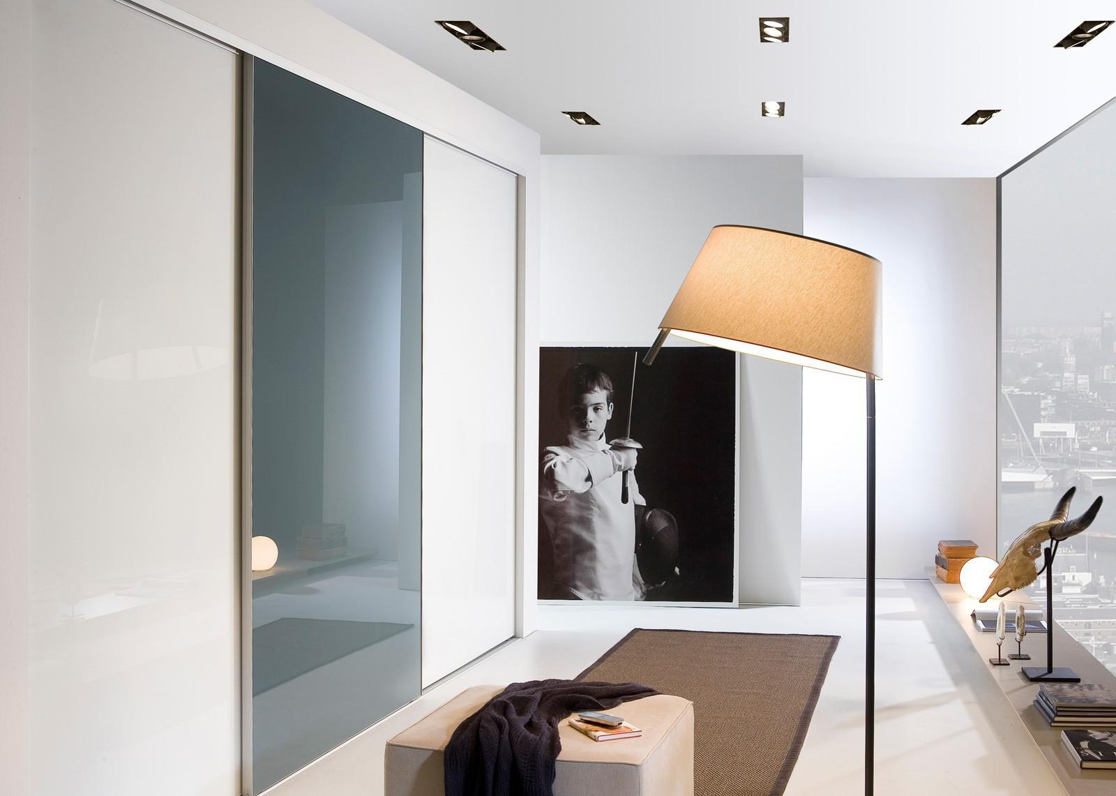 portes coulissantes armoire sur mesure en verre laqu armoires mobilier dressings parois de. Black Bedroom Furniture Sets. Home Design Ideas